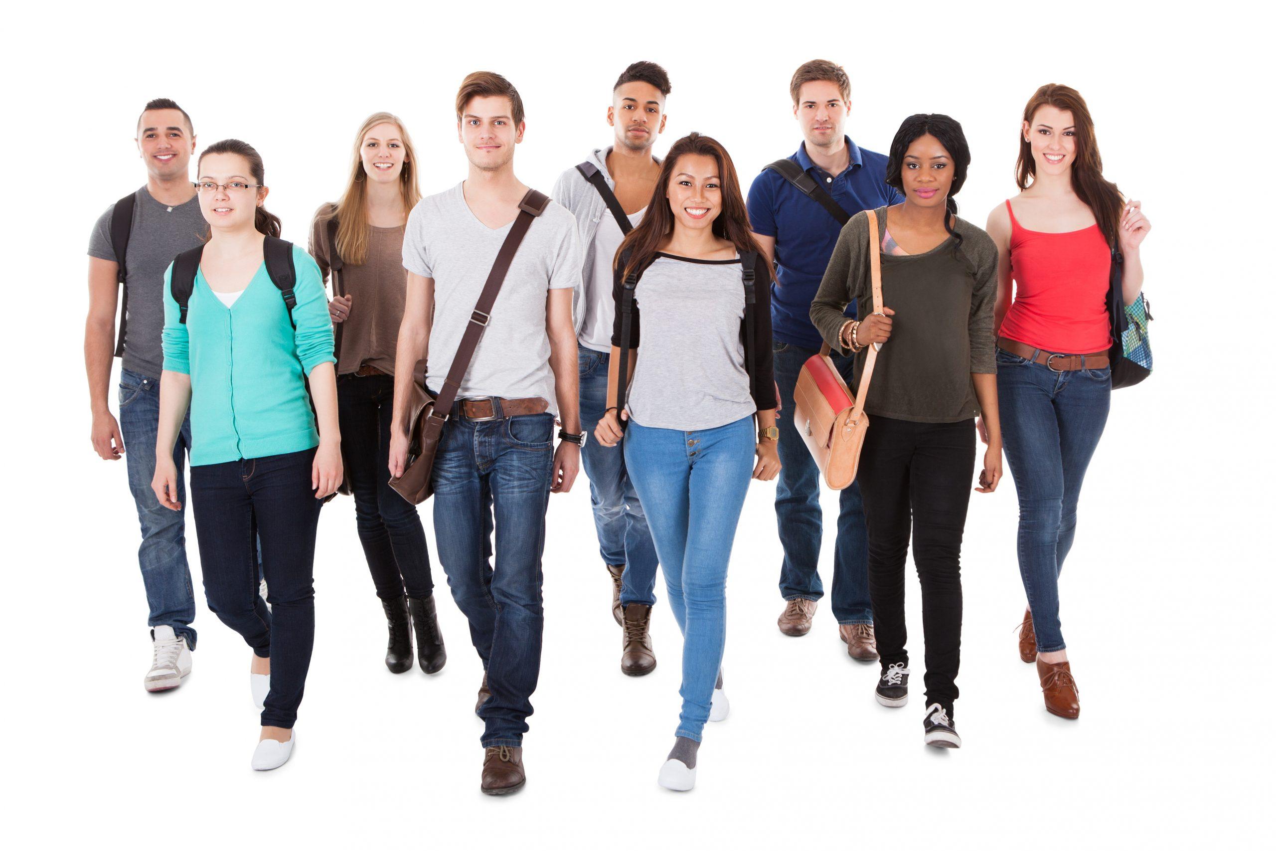 ryhmä nuoria opiskelijoita